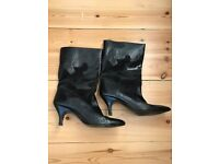 Ladies mid-height Black Leather Boots