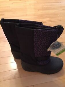 BRAND NEW GIRLS WINTER BOOTS BLACK AND PURPLE SIZE 5