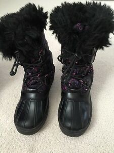 Girl's Cougar Winter Boots - Size 13