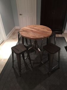 Brand New High End 5 Piece Pub Set w/Free Delivery