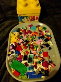 LEGO BUILDING BRICKS OVER 250 PIECES. IN EXCELLENT CONDITION .