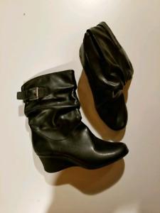 Liz Claiborne Boots (Women)