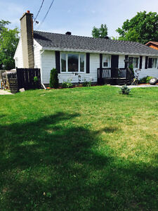 ROCKLAND -3 BEDROOM SPACIOUS BUNGALOW UPPER LEVEL ALL INCLUSIVE!