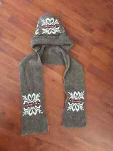Girls 1 piece Scarf and Toque