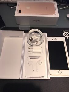 Factory unlocked IPhone 6 128 gb gold mint condition London Ontario image 3