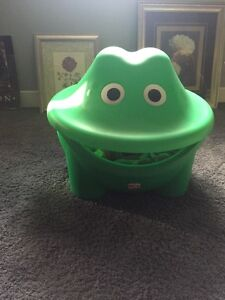 Step 2 frog toy box.