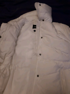 BRAND NEW GAP COAT FOR GIRLS OR WOMEN SIZE SMALL