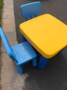 Little Tikes Child Table and Chairs