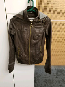 Brown leather jacket. Never worn xs