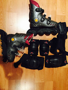 ROLLER BLADES, SIZE 6 1/2-7 WITH KNEE, ELBOW, HAND PROTECTION West Island Greater Montréal image 2