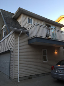 $900.00 Beautiful self-contained 1 Bed Suite Over Garage
