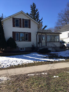 THOROLD HOME FOR RENT IN GREAT DOWNTOWN LOCATION!