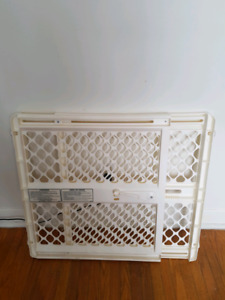 Extendable child/pet safety gate