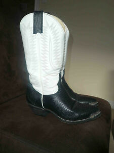Ladies Cowboy Boots, size 6  - Excellent condition