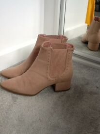 Nude ladies boots size 6