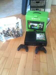 XBOX 1, 2 controllers, 50+ games on console