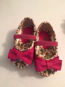 Size 4 open toes dressed shoes for baby girl