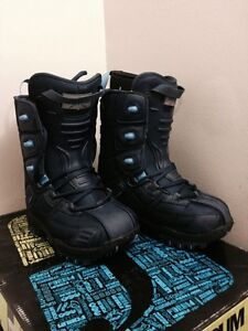 NEW BOYS LAMAR SMOWBOARD BOOTS SIZE 4 FIT LIKE 3