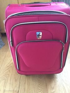 Bagage main valise rose 4 roues Altantic avion voyage poche