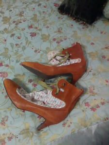 New condition cute vintage style booties size 41 $40obo