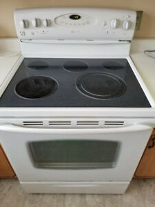 Maytag Oven, glass top, good condition, everything works well