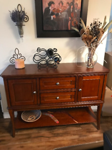 Hutch and 2 end tables