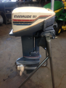 1980 Evinrude 15 hp with a 9.9 hood Incldes tank and hose.
