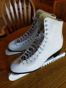 Ladies Winter Club CCM skates size 8