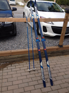 Medallist waxless x country skis and poles