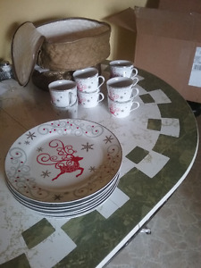 32 Piece Modern Porcelain Holiday Dinnerware - $30 OBO