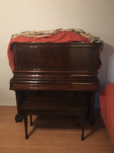 Piano droit antique Heintzman