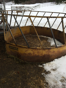 8ft x 4ft round feeder calves alpacas goats