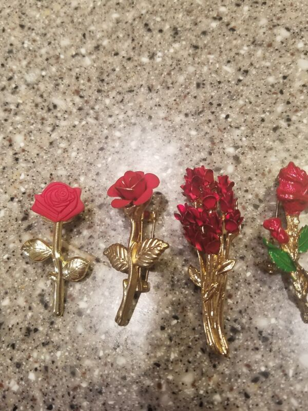 Lot of 4 Vintage Red Rose Gold tone Brooches, lapel pins 1-DM-97