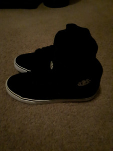 Size 9 brand new black high top element shoes