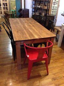Table rustique en bois massif