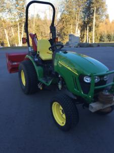 John Deere 2520 Diesel Compact Tractor 4wd
