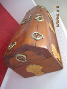 Beautiful Vintage Pine Jewelry Box with tiny horse shoes