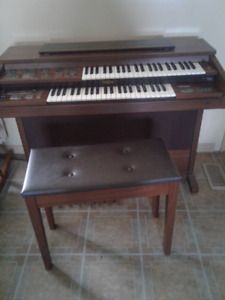 Yamaha organ with lots of different music sounds for sale