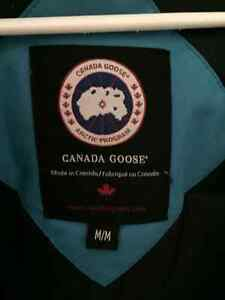 Canada Goose, Size Medium and Blue (Women's) West Island Greater Montréal image 4