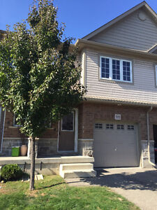 CLEAN CAMBRIDGE TOWNHOME FOR RENT