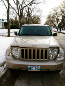 Jeep liberty 2010- Great condition, clean title, safetied