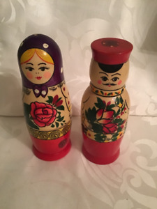 Russian Nesting Dolls Wooden Salt & Pepper Shakers