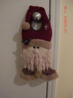 4 CHRISTMAS PLUSH TOYS AND DOORKNOB DECORATIONS