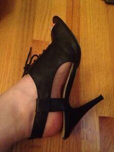 Sz 7 Nine West leather peep toe pumps