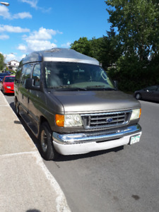 7 PASSENGER LUXURY FORD VAN LEATHER (CUIR) INT 75,000 KM