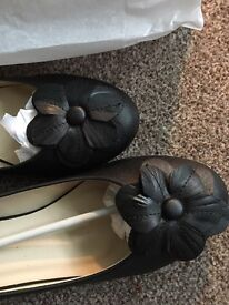 Black Court/Dolly Style Flower Shoe Size 6 NEW in Box