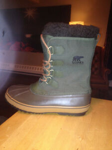 NEW MEN'S SORELS. NEVER WORN