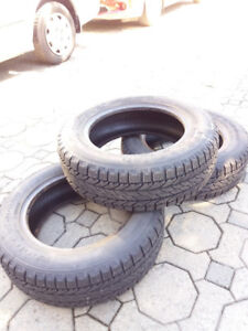 3X Pneus d'hiver/Winter tires 195/65r15 comme neufs/like new