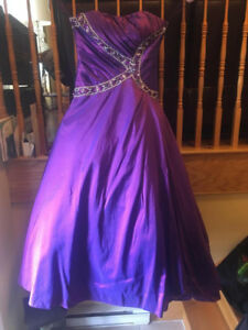 Prom Dress: Sz 14 purple beaded ball gown