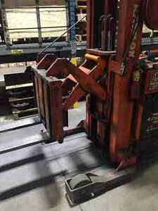 Raymond Reach truck - forklift - stand up Kitchener / Waterloo Kitchener Area image 4